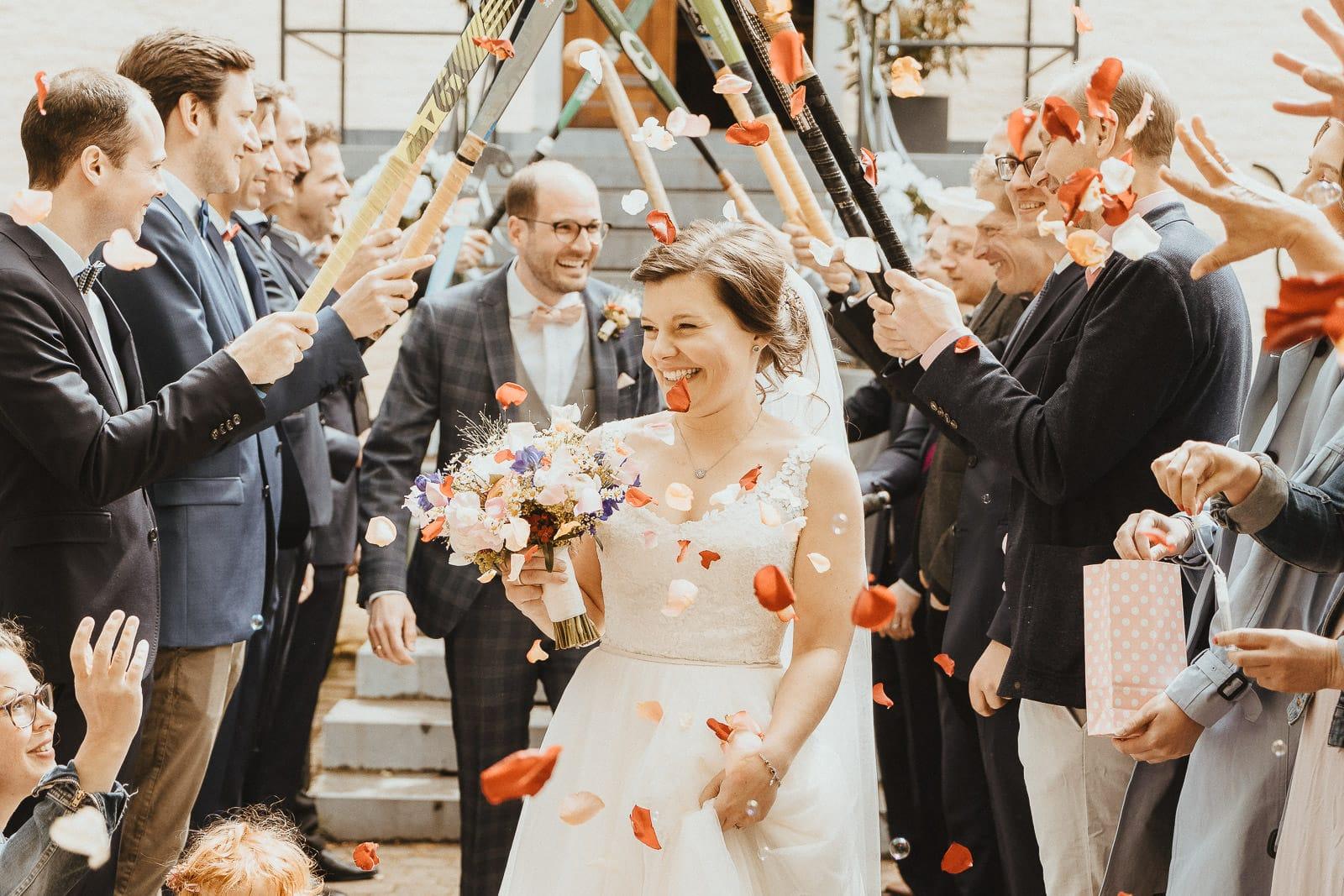 Hochzeit Spalier im Haus Bey in Nettetal vom Hochzeitsfotograf